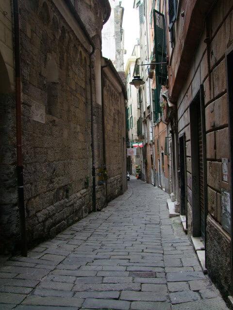 I caruggi di Genova – Caróggi de Zena